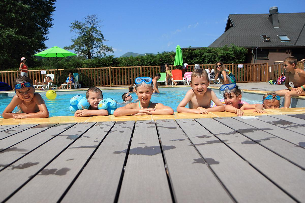 Camping puy de dome jeux enfant piscine pedalo tobogan for Piscine du lac tours