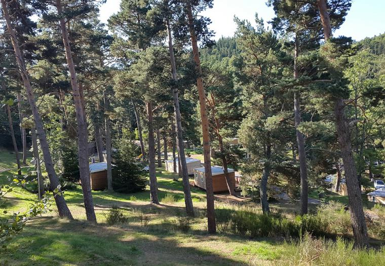 Camping avec piscine location chalet cabane puy de d me for Camping puy de dome avec piscine